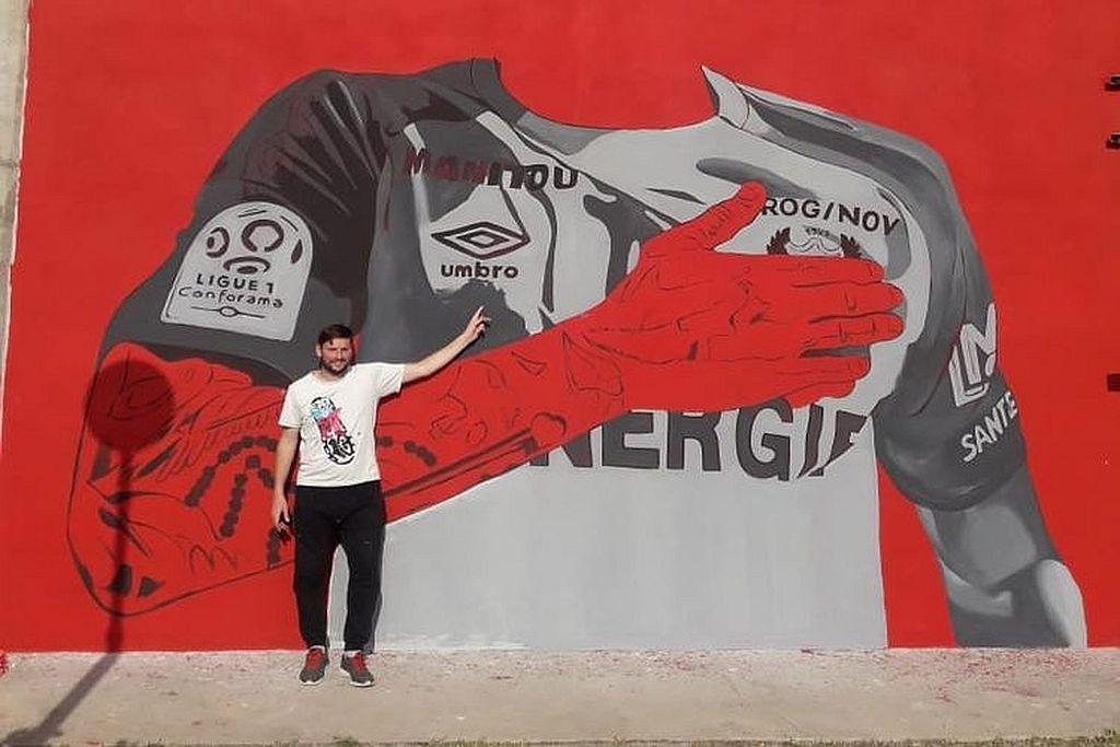 """GRIFFA aclaró que la posibilidad de pintar en el club llegó tras el mural que hizo de Di María en Rosario, """"y a partir de allí la gente del club me llamó, y luego de un par de charlas se pudo concretar. Este mural tendrá seis metros por seis metros, en total son diez días de trabajo. El primer secreto de un buen trabajo en la paciencia"""". Crédito: Gentileza Griffa"""