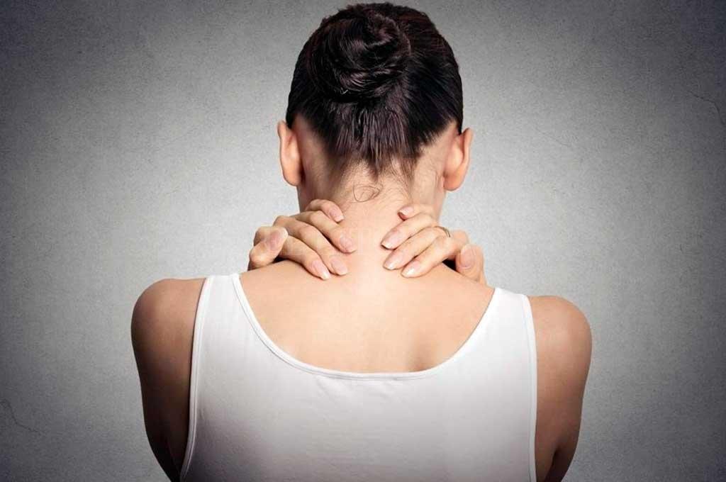 El dolor muscular general constituye el síntoma más destacado de la fibromialgia. Por lo general ocurre por todo el cuerpo, aunque puede comenzar por el cuello y los hombros, y propagarse. Crédito: Archivo El Litoral