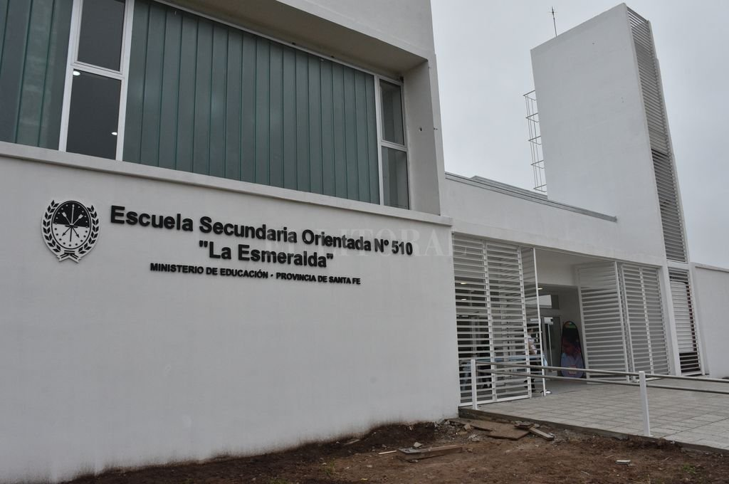 El edificio se encuentra ubicado entre las calles José Cibils y San Martín, a metros de la Granja La Esmeralda.  Crédito: Flavio Raina