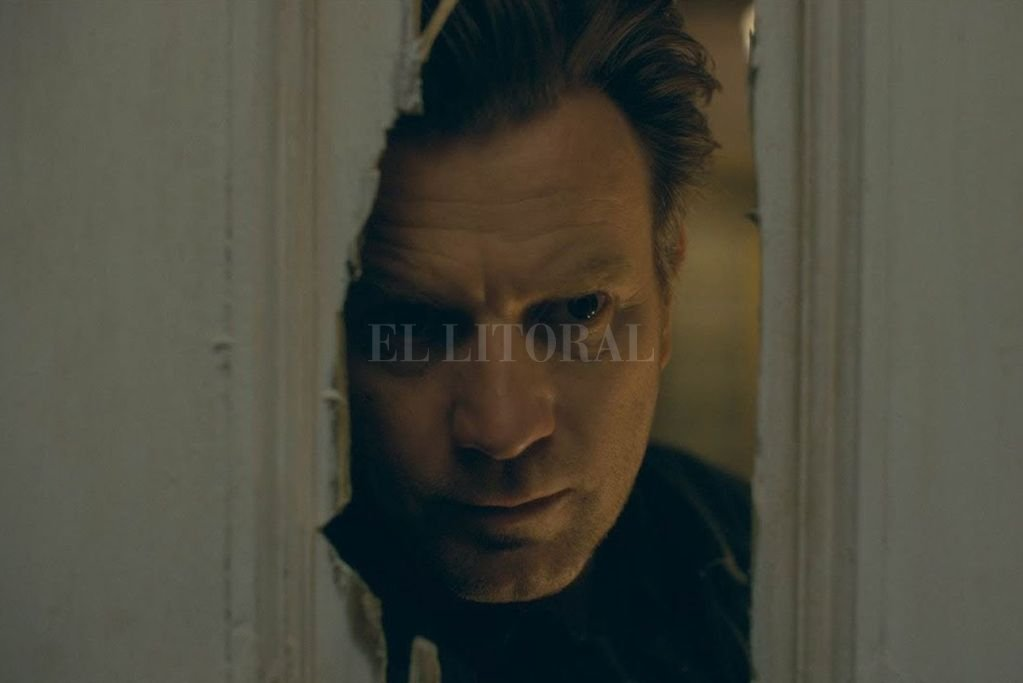 """En """"Doctor Sueño"""", de próximo estreno. Ewan McGregor vive obsesionado con los turbulentos hechos ocurridos durante su niñez en un hotel de las montañas. La película está basada en una novela de Stephen King. Crédito: Warner Bros."""