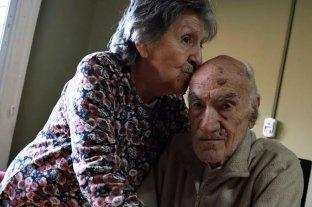 Murió uno de los abuelos abandonados por su hijo en un bar de Rosario