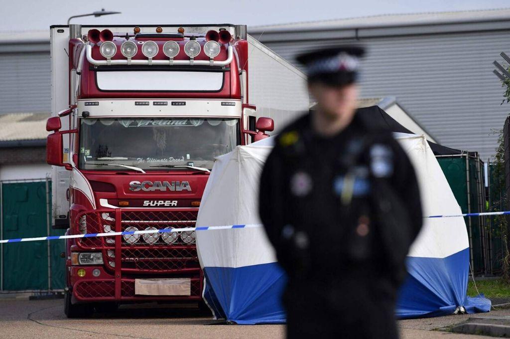 Camión en el que se hallaron 39 cadáveres el 23 de octubre en Essex, Reino Unido. <strong>Foto:</strong> Gentileza