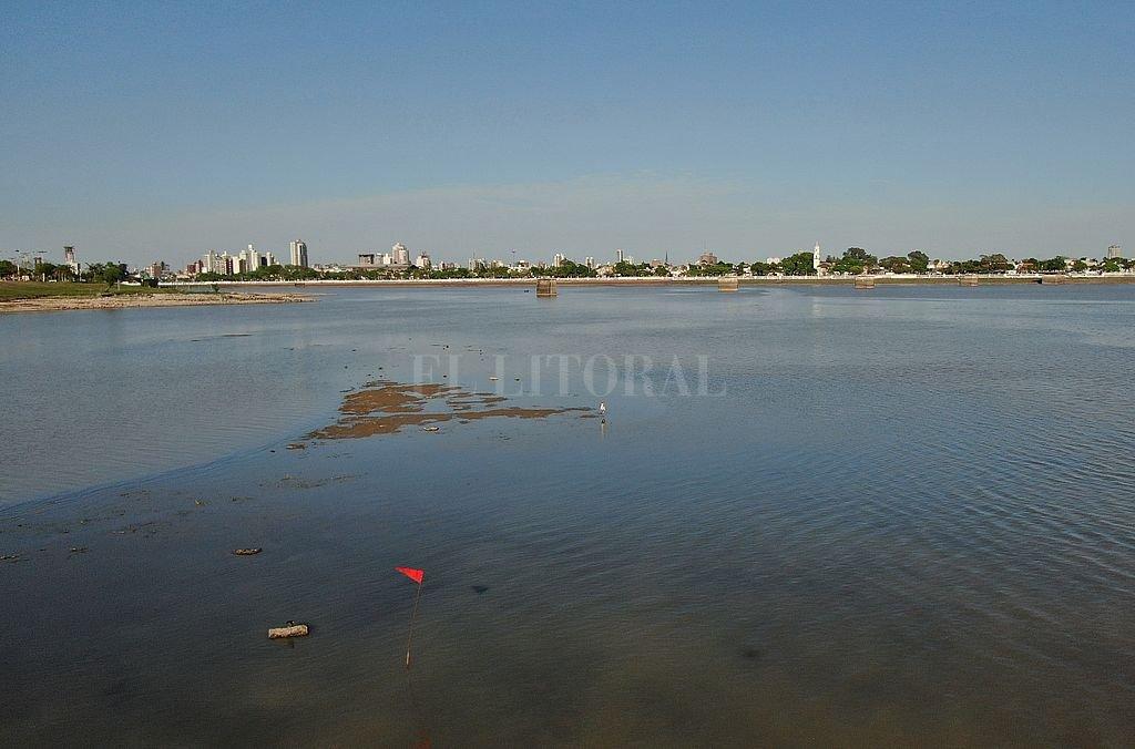 Ubicación. Están ubicados perpendicular a la Costanera Norte (avenida Néstor Kirchner), muy cerca de los bancos de arena que emergieron a principios de octubre, cuando el río en el puerto santafesino midió por debajo de 1,80 metros. <strong>Foto:</strong> José Vittori