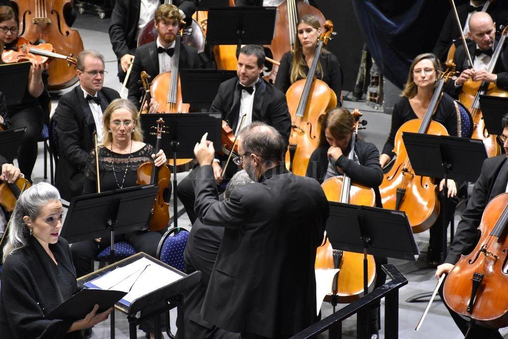 Los músicos de la Orquesta Sinfónica Provincial, durante uno de los conciertos de temporada realizados en abril de este año.  <strong>Foto:</strong> Archivo El Litoral / Manuel Fabatía