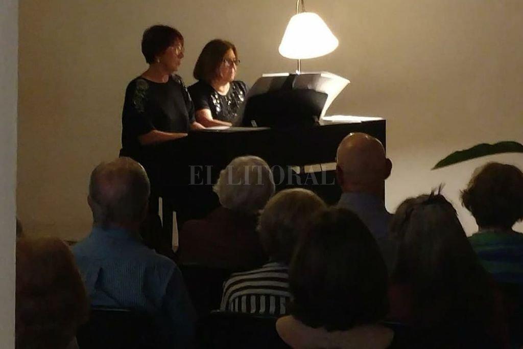 Lilia Vieri y Sylvia Eymann engalanaron el acto con el que el Centro de Estudios Hispanoamericanos y la Asociación Amigos de Santa Fe la Vieja recordaron el descubrimiento. <strong>Foto:</strong> Gentileza organizadores