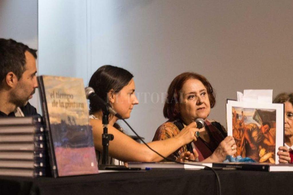 """""""Este es un libro río; con riachos, con desvíos, con encuentros, con distintos colores de las aguas y profundidades"""", dijo la ministra Chiqui González. Crédito: Gentileza MIC"""
