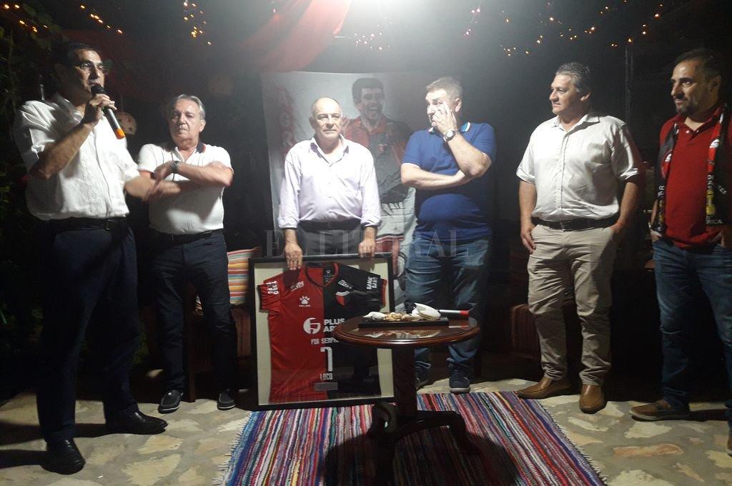 La Agrupación Loco González y una sorpresa para Gabriel en la noche de la vigilia, camino a la gran final.