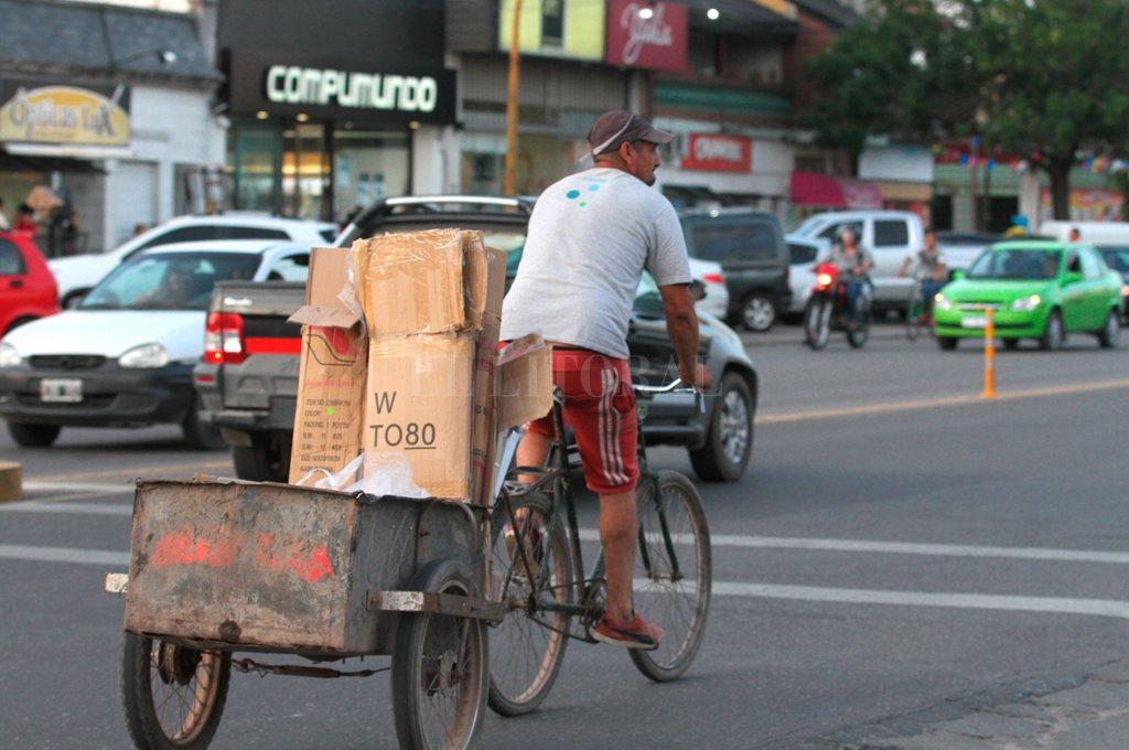 """Antecedente. """"En 2017 había algo más de mil los cartoneros, carreros y recicladores en la ciudad. En la actualidad no hay registros oficiales, pero la crisis económica hizo que ese número creciera muchísimo"""", aseguró Nikilson. <strong>Foto:</strong> Manuel Fabatía"""