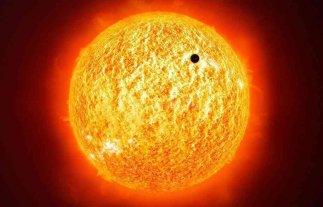 Mercurio inició este lunes un paseo por delante del Sol