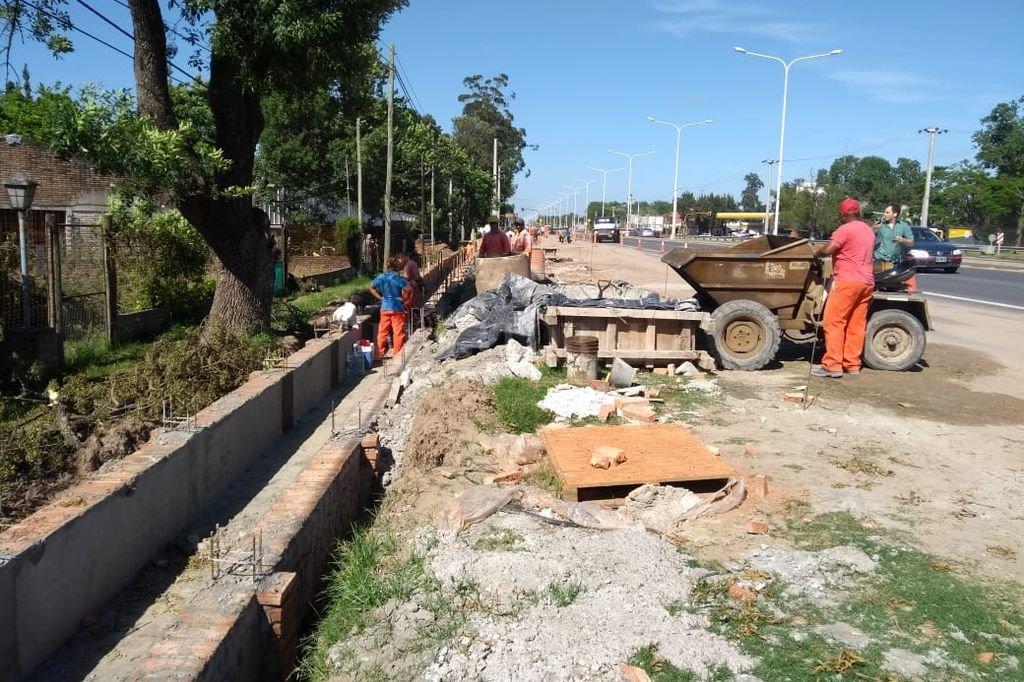 13 km de desagües. Los drenajes, de un lado y del otro de la ruta, son uno de los importantes trabajos que se realizan actualmente. <strong>Foto:</strong> El Litoral