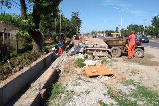 Estiman terminar las obras en la Ruta 1 en junio de 2020 - 13 km de desagües. Los drenajes, de un lado y del otro de la ruta, son uno de los importantes trabajos que se realizan actualmente. -