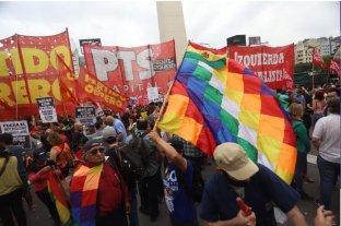 Organizaciones sociales y políticas marchan a la embajada de Bolivia