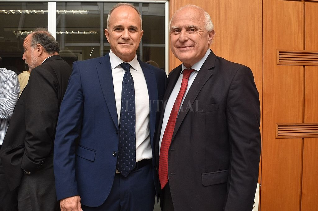 El gobernador Miguel Lifschitz, junto al titular de la CAC, Renato Franzoni. <strong>Foto:</strong> Manuel Fabatia