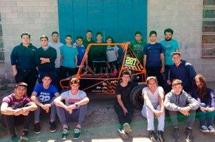 """La Escuela Técnica de Elortondo creó un auto todo terreno que es un """"relámpago"""""""