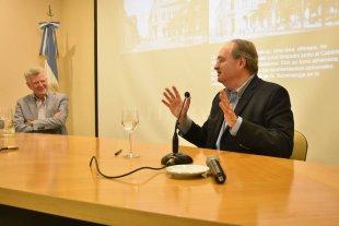 La BCSF abrió sus puertas para conocimiento de su historia y patrimonio artístico - Gustavo Vittori y Carlos María Reinante, disertaron el pasado miércoles sobre comercio y arte en la construcción de la nueva sede del Club Comercial, precedente de la Bolsa. -