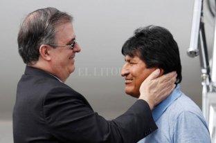 """""""Mientras tenga la vida sigue la lucha"""", afirmó Evo en el inicio de su asilo político - Evo Morales es recibido por Marcelo Ebrard, canciller mexicano -"""