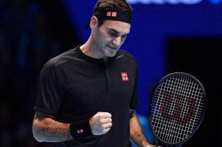 Federer superó a Berrettini y continúa en carrera en las Finales ATP