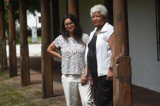 Las raíces africanas de las que ahora hablamos - Magdalena Candioti y Lucía Molina, en el patio del museo y a un paso del paseo de las Tres Culturas que reivindica, en su nombre, a los descendientes de África en Santa Fe. -