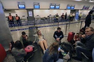 Se cancelaron 125 vuelos y hubo 15.000 pasajeros varados en Aeroparque y Ezeiza -  -