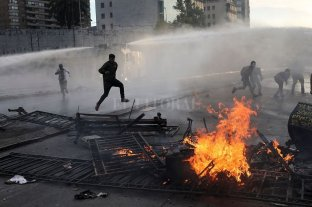 Violencia, masivas protestas y desplome del peso en otra jornada de caos en Chile -  -