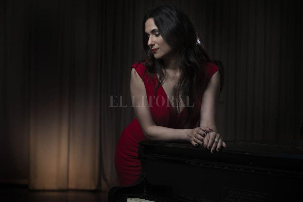 Contadora y docente de música, sigue perfeccionándose como cantante, de la mano de otros artistas. Crédito: Gentileza Pablo Fernández
