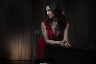 Versiones con voz propia - Contadora y docente de música, sigue perfeccionándose como cantante, de la mano de otros artistas. -