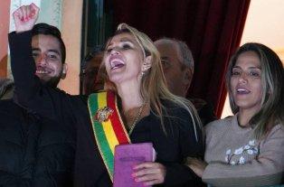 La cúpula de las Fuerzas Armadas y la Policía de Bolivia reconoce a Jeanine Añez como presidenta -  -