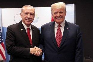 """Trump recibe a Erdogan y destaca su """"amistad"""" pese a polémica por Siria"""