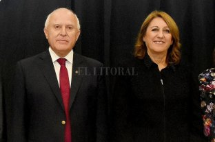 Le refinancian una deuda por $ 930 millones al municipio de Rosario - El gobernador Miguel Lifschitz y la intendenta de Rosario, Mónica Fein. -