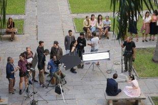 """Hoy se preestrena """"Derecho Viejo"""" - La serie, inspirada en la novela Derecho Viejo de Rogelio Alaniz, se emitirá por la pantalla de la Televisión Pública, a partir del jueves  21 de noviembre, a las 22. -"""