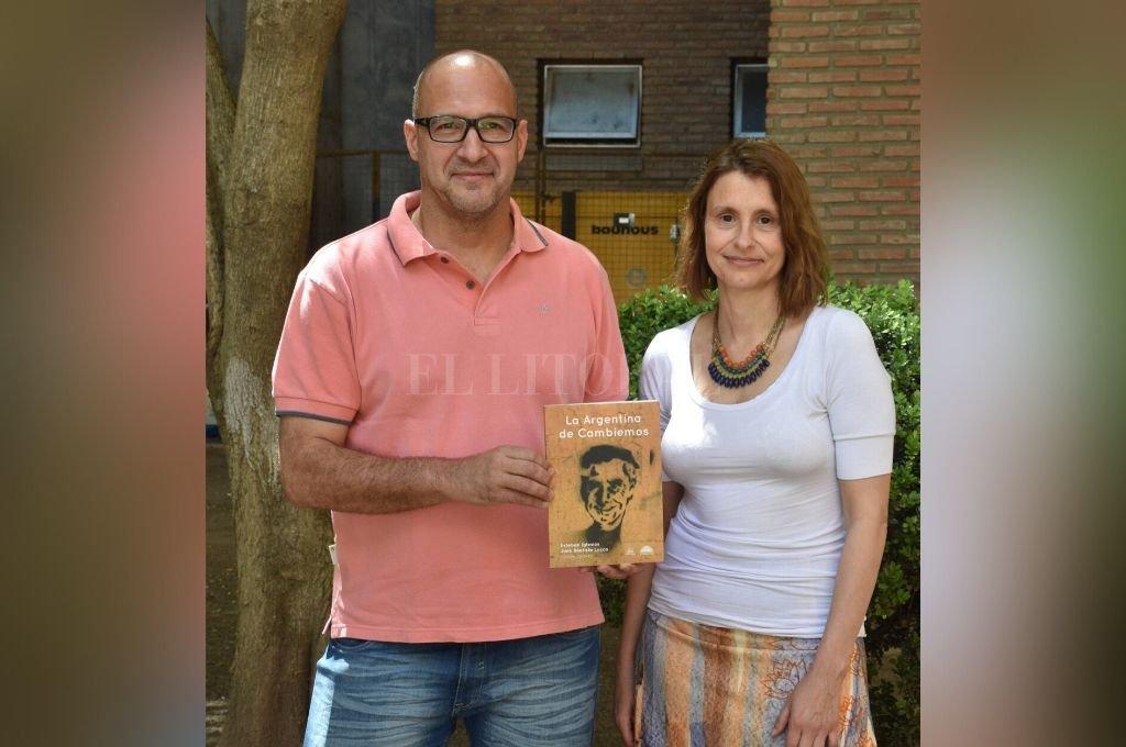 Esteban Iglesias y Andrea Delfino, dos de los autores del libro. Crédito: Guillermo Di Salvatore