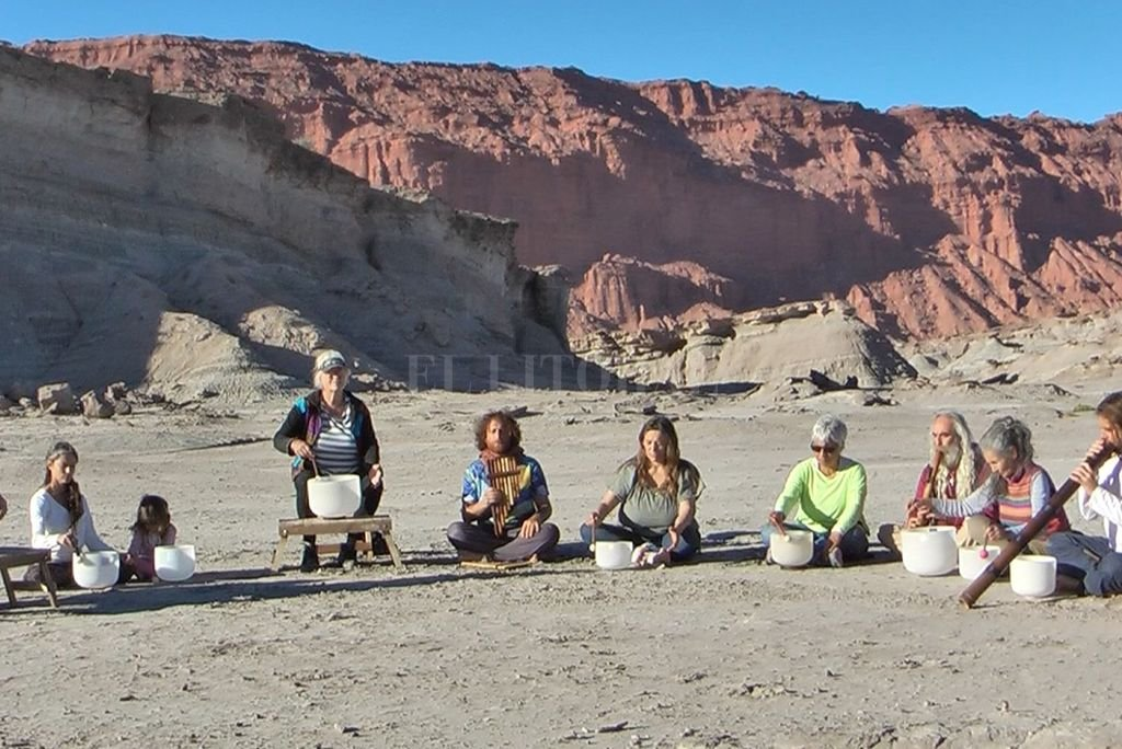 En 2013 un grupo de cuenqueros de Capilla del Monte decidió crear la orquesta cuencos afinados a distintas escalas musicales. <strong>Foto:</strong> Gentileza producción