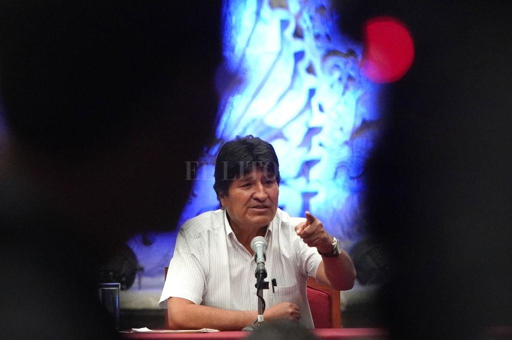 Evo Morales en una conferencia de prensa en Ciudad de México, después de renunciar a la presidencia de Bolivia. Crédito: Agencia