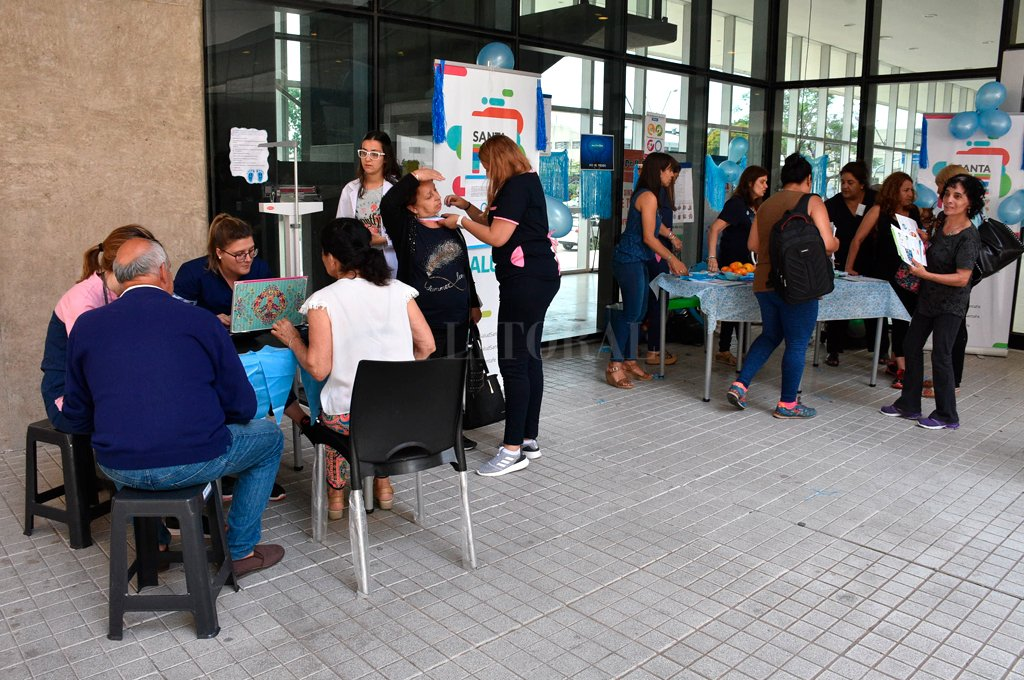 En el Cemafe. Un gran número de personas se acercó para realizarce los controles de glucemia.  <strong>Foto:</strong> Guillermo Di Salvatore.