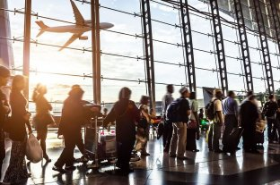 Autorizan a las aerolíneas a vender pasajes a $ 1