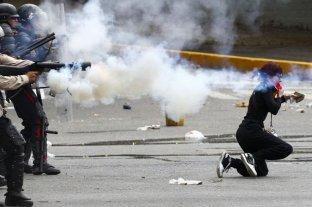 Venezuela: tras militarizar las calles, el chavismo reprimió una marcha opositora