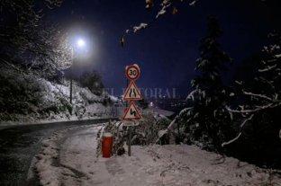Francia: La intensa nevada deja miles de hogares sin electricidad