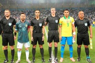 """Thiago Silva acusa a Messi de """"manejar"""" a los árbitros"""