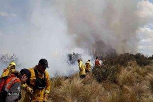 San Luis: bomberos lograron sofocar dos importantes incendios sobre la ruta 3