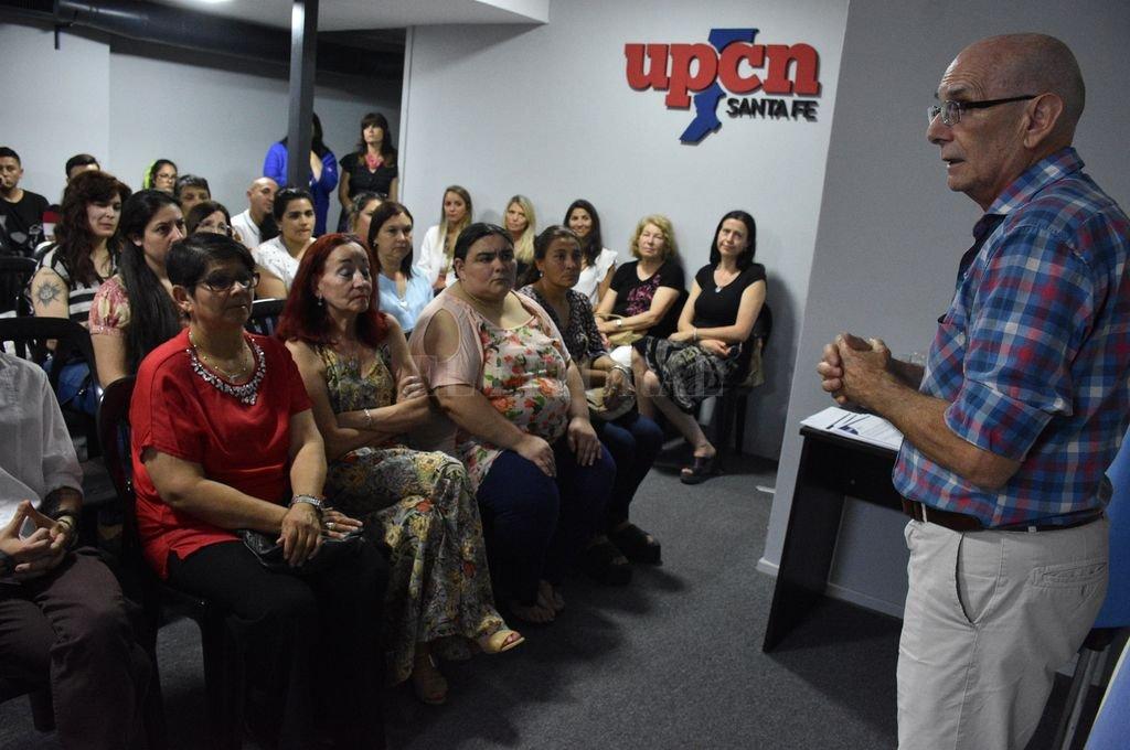 Autoridades, docentes y alumnos coincidieron en que el Bachillerato permite a los trabajadores reforzar los conocimientos y potenciar las experiencias adquiridas. <strong>Foto:</strong> Luis Cetraro