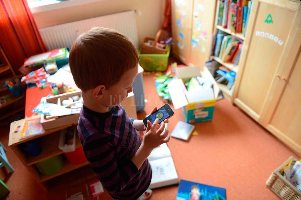 """""""Un chico que está encerrado todo el tiempo en su casa va a estar mirando una pantalla, y luego se lo va a estigmatizar por su desconexión"""", dice una de las psicólogas. <strong>Foto:</strong> Archivo El Litoral"""