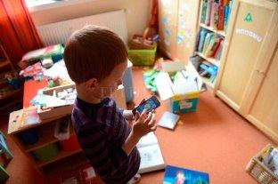 """De la desconexión real a la hipervinculación virtual - """"Un chico que está encerrado todo el tiempo en su casa va a estar mirando una pantalla, y luego se lo va a estigmatizar por su desconexión"""", dice una de las psicólogas. -"""