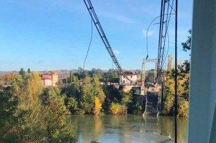 Al menos un muerto y varios desaparecidos al derrumbarse un puente colgante en Francia
