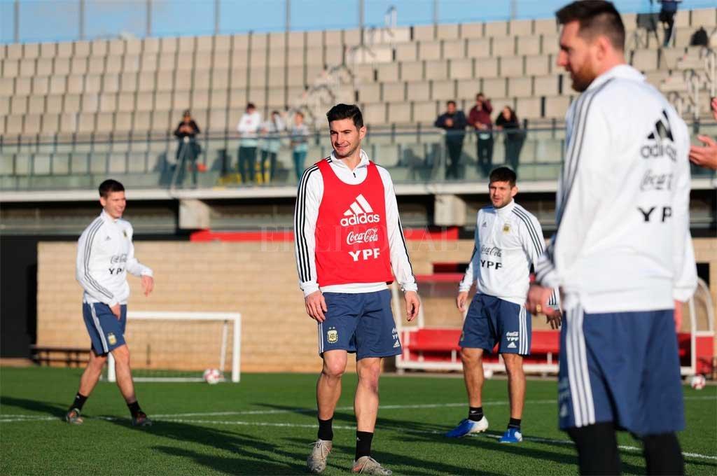 Alario, comparte entrenamiento en la Selección junto a Messi y opinó sobre Colón. <strong>Foto:</strong> Twitter Lucas Alario