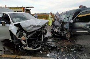 Dos hombres y una mujer embarazada murieron tras un fuerte choque en el sur de Santa Fe -  -
