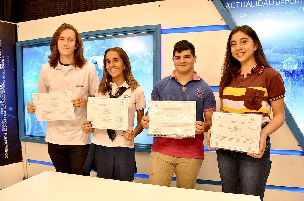 Rostros detrás de las ideas. Los jóvenes finalistas contaron emocionados las particularidades de su viaje a las profundidades del saber. <strong>Foto:</strong> Manuel Fabatia