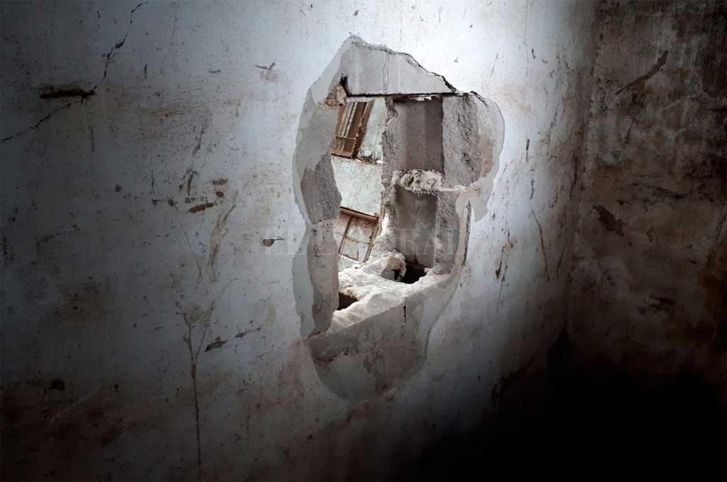 El lugar por donde irrumpieron los delincuentes. <strong>Foto:</strong> Danilo Chiapello