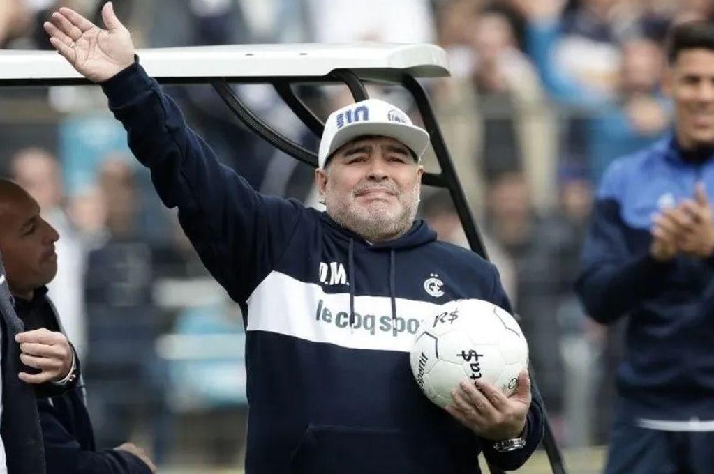 Maradona dejó de ser el entrenador de Gimnasia y Esgrima La Plata -  -