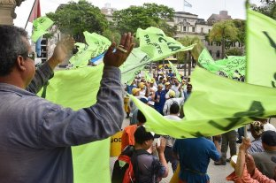 Protesta de la UOCRA por despidos en obras públicas -  -