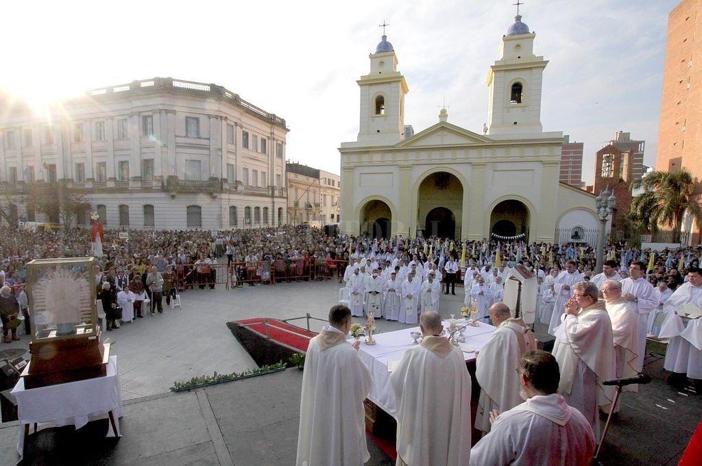 Argentina redujo su población católica casi en un 15% entre el 2008 y el 2019 - El catolicismo. A pesar que continúa siendo la religión con más adeptos en el país (62,9%), la cantidad de católicos ha mermado en los últimos años.  -